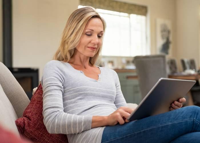 Conoscenza online: usare siti per conoscere milf