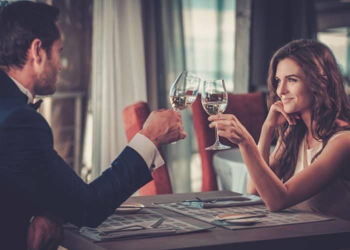 Saper ascoltare è importante per trovare un amore a 30 anni