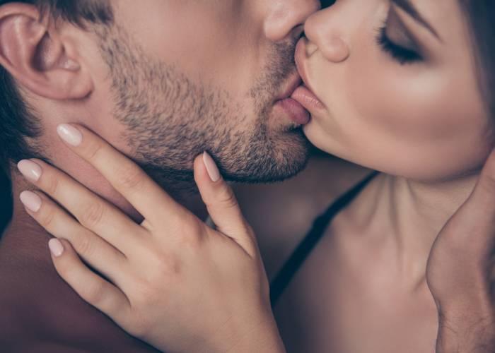 Tipi di baci tra donne e donne con la lingua